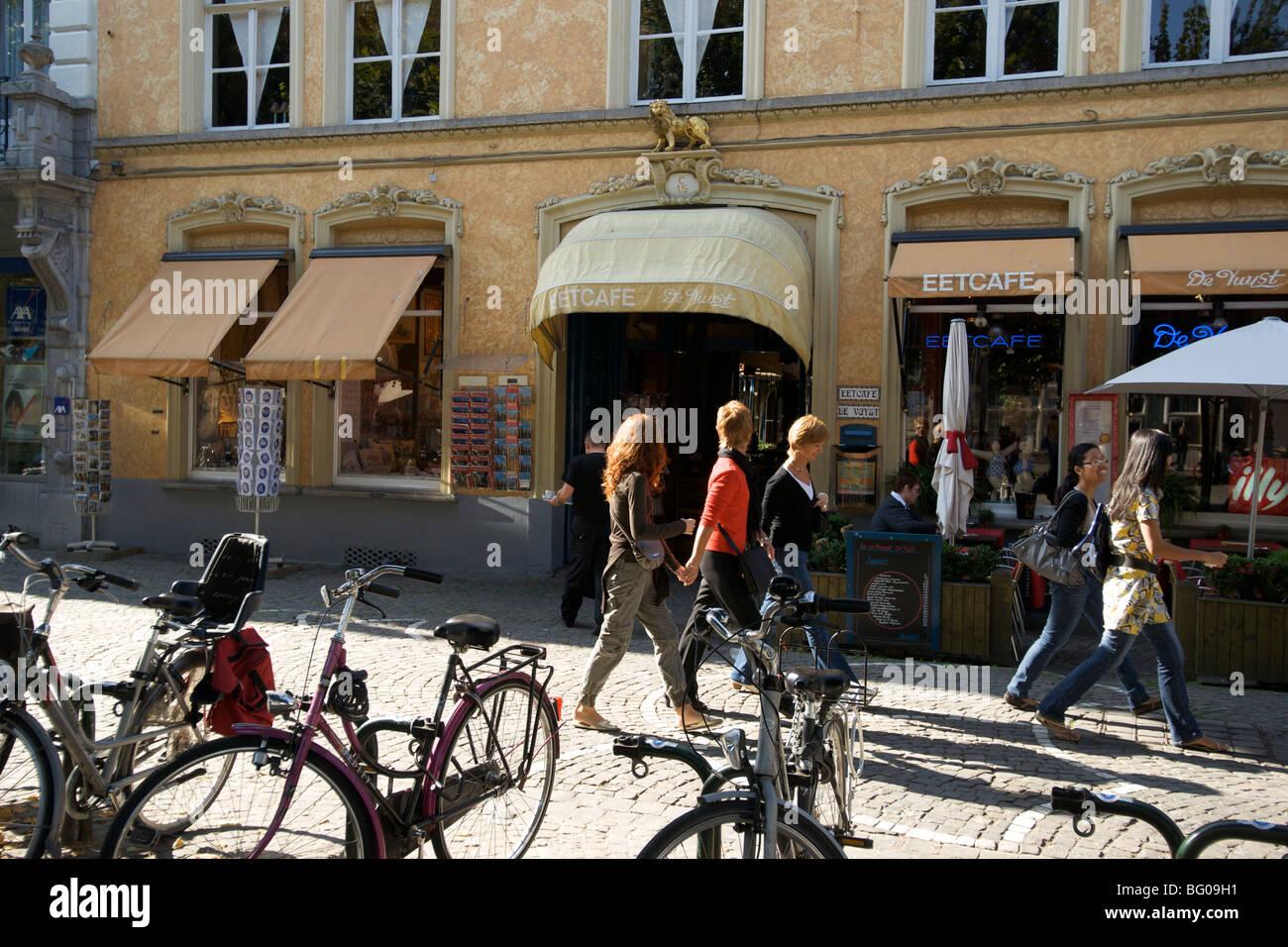 Ettcafe Devust cafe in Bruges, Belgium. - Stock Image