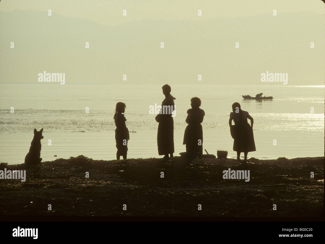 Women prepare to do the wash,Santiago Atitlan, Lake Atitlan, Guatemala - Stock Image