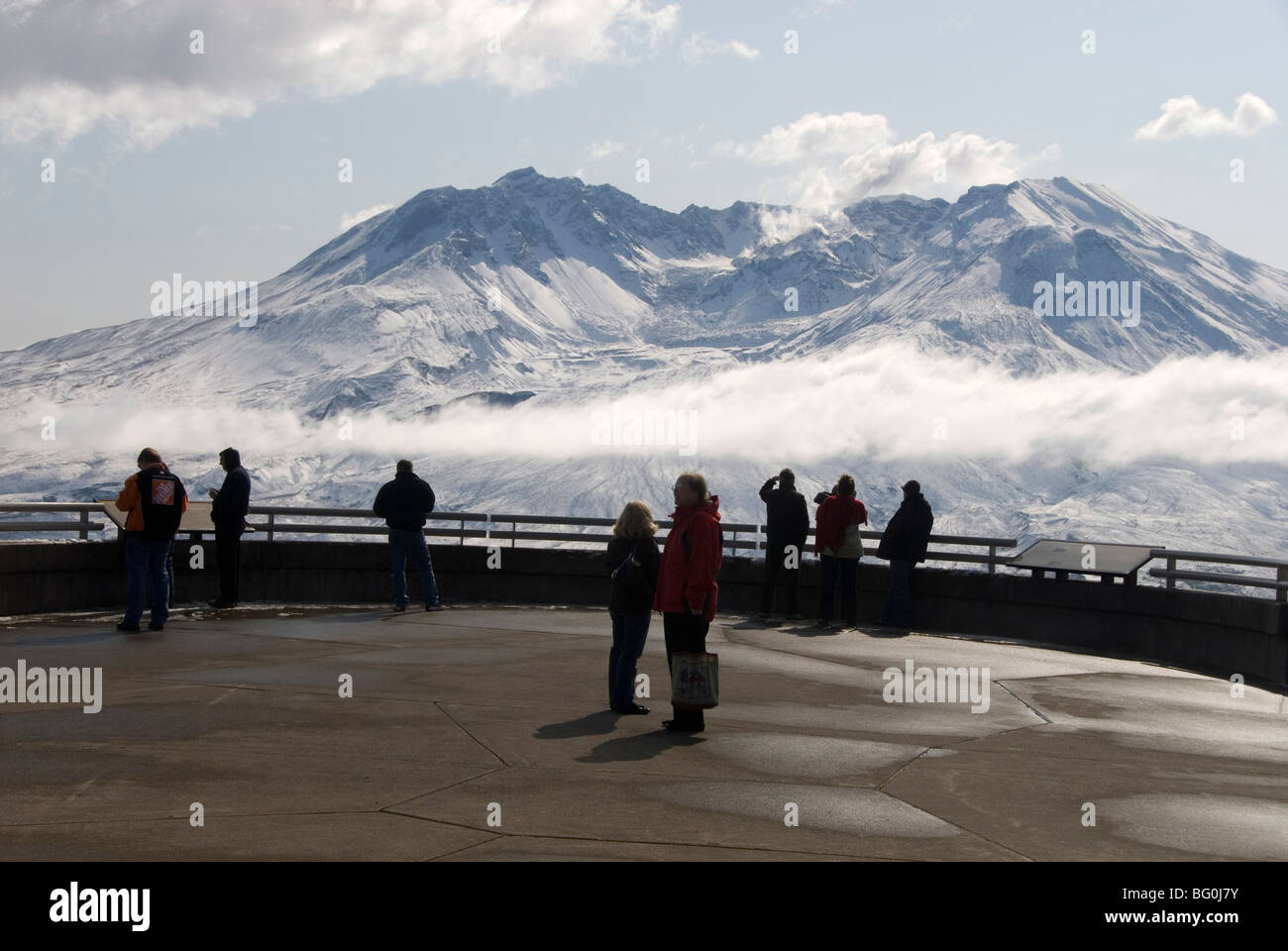 Mount St. Helens, steam plume from rising dome within crater, seen from Johnston Ridge Visitor Centre, Washington - Stock Image