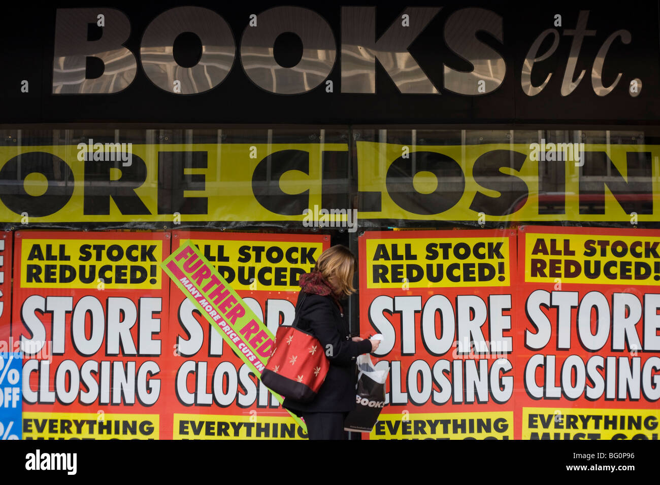 Closing down and all stock must go posters outside branch of 'Books Etc.' after the closure of parent company - Stock Image
