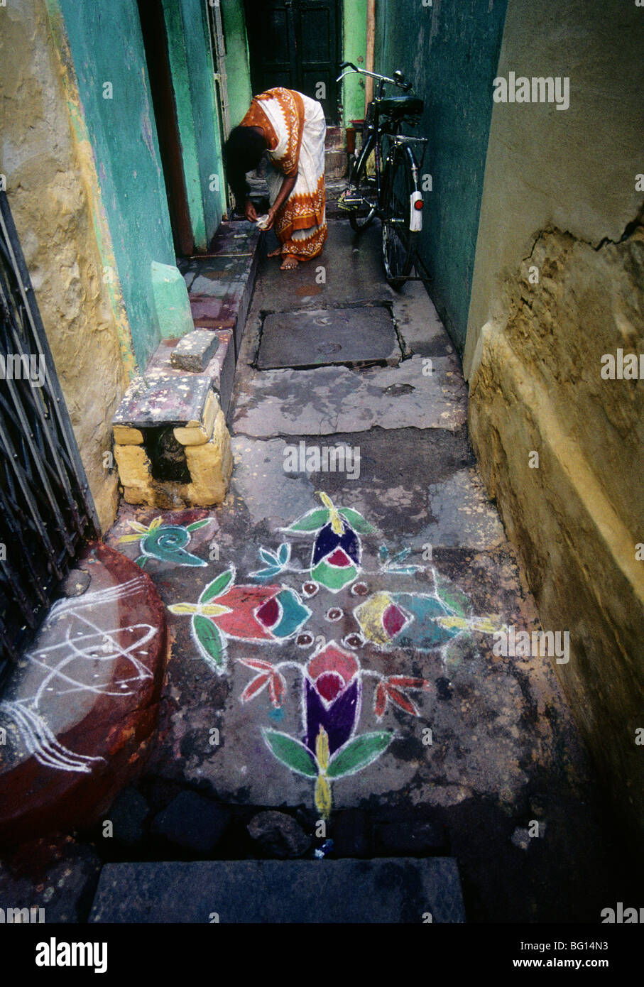 At the Pongol (harves) festival in Madurai, India every home has a beautiful chalk drawing on the ground outside - Stock Image