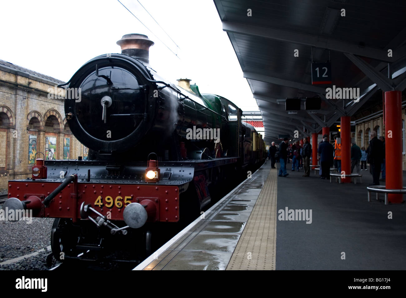 Great Western steam locomotive 'Rood Ashton Hall' picking up passengers at Crewe station - Stock Image