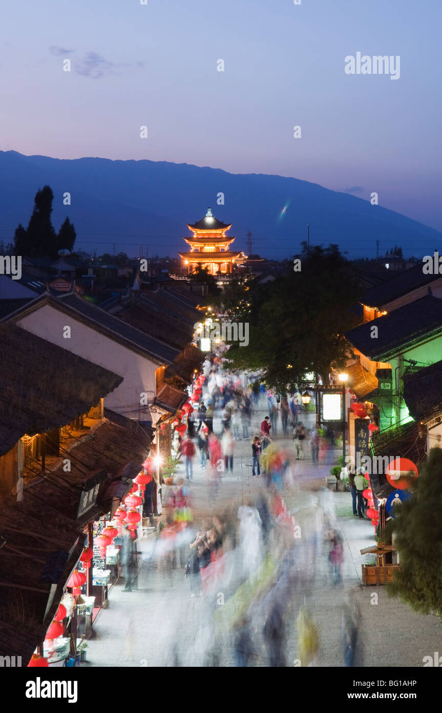 Night view of main street and watch tower, Dali Old Town, Dali, Yunnan Province, China, Asia - Stock Image