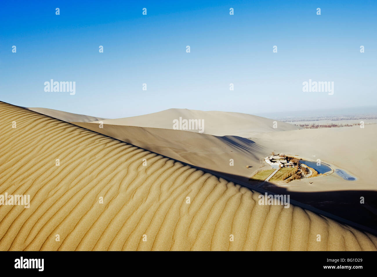Ming Sha sand dunes and pavilion at Crescent Moon Lake, Dunhuang, Gansu Province, China, Asia - Stock Image