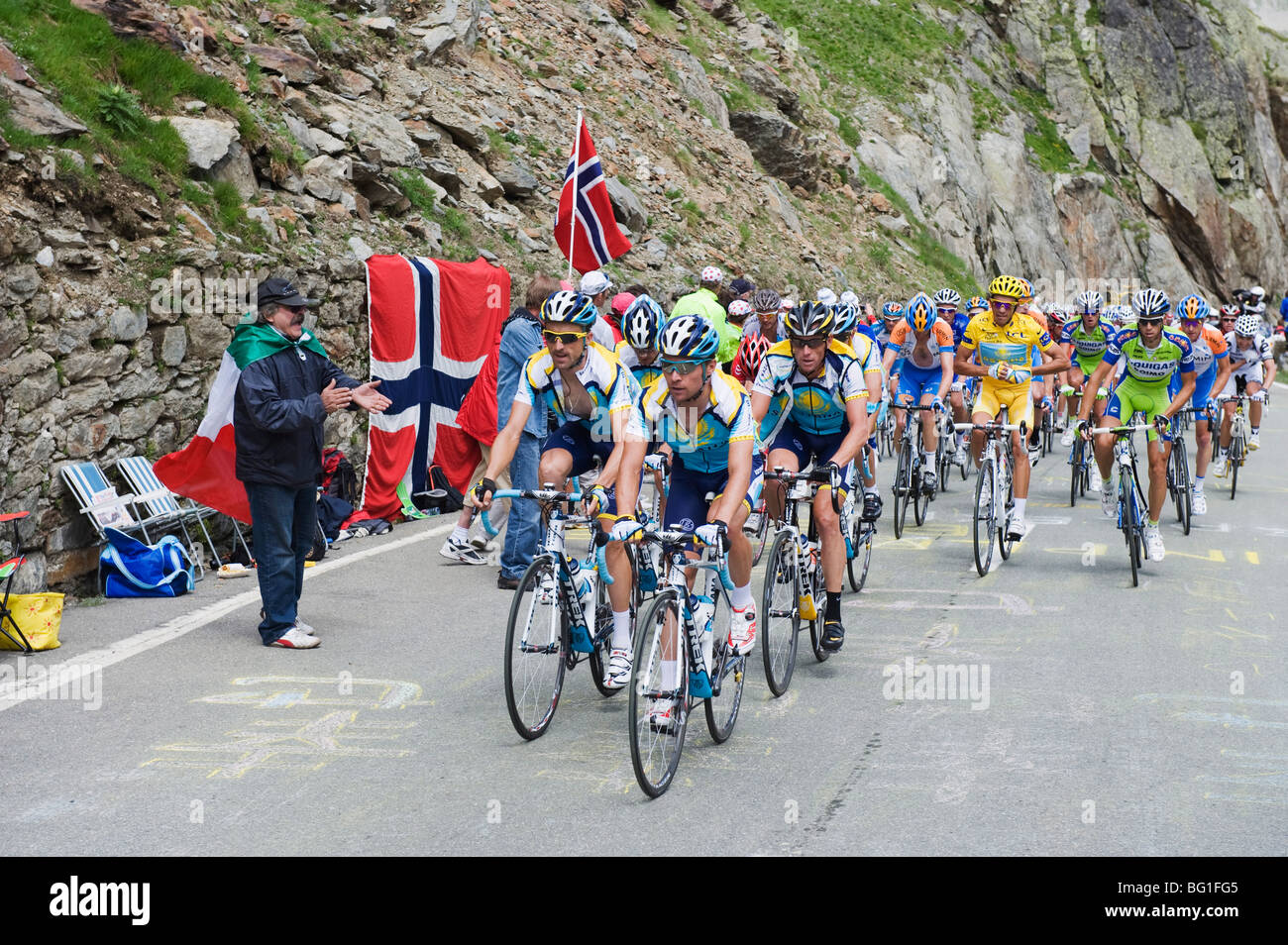 Cyclists inc. Lance Armstrong and in yellow Alberto Contador, Tour de France 2009, Grand St. Bernard Pass, Valais, - Stock Image