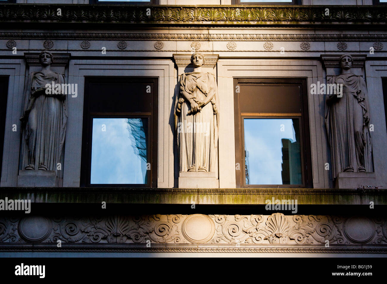 Art Deco detail on 100 Broadway building in the Financial District in Manhattan - Stock Image
