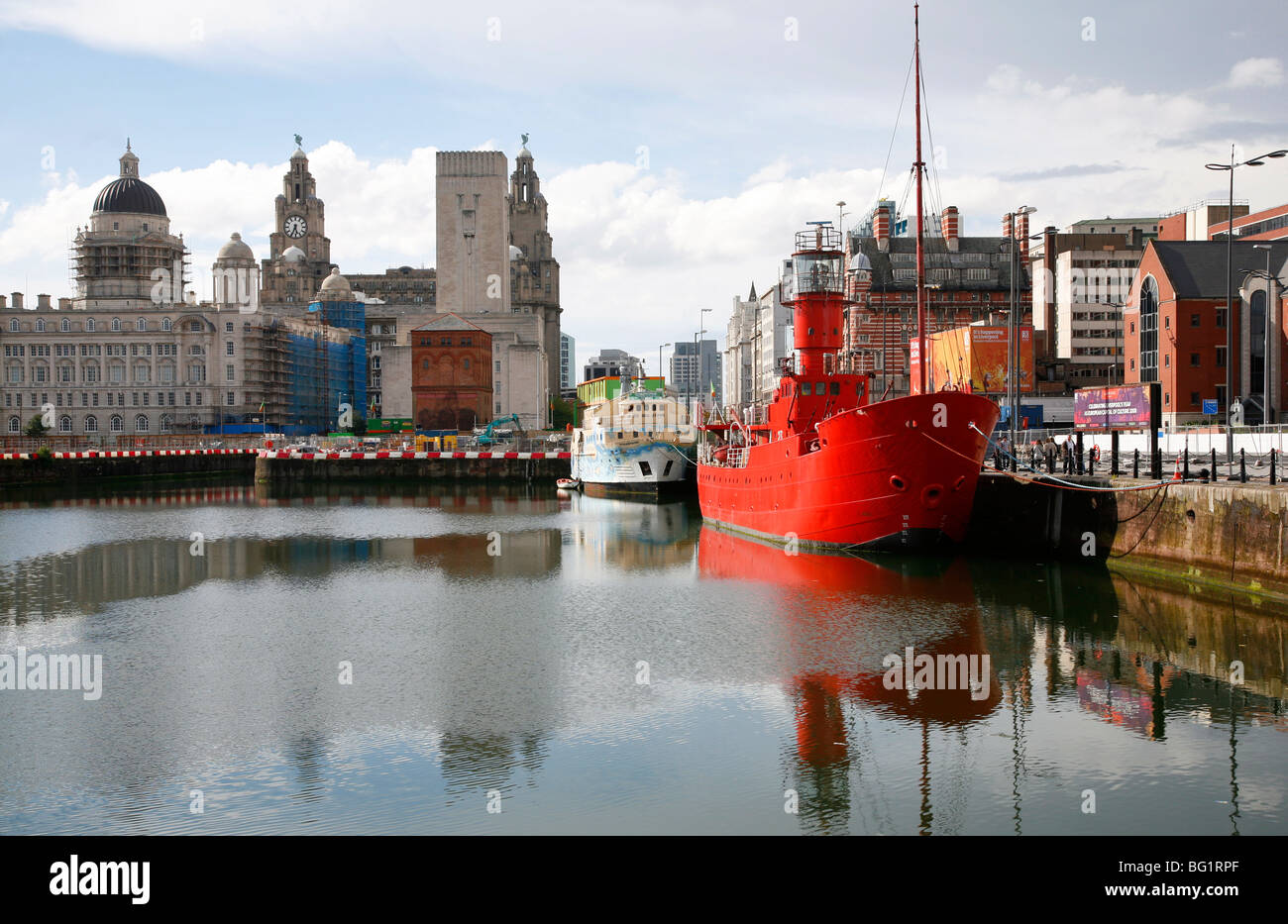 Red lightship at Canning Dock nr Albert Dock with Liver building in background, Liverpool, Merseyside, England, - Stock Image
