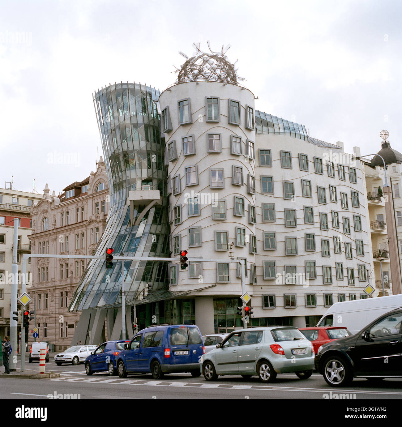 World Travel. The Frank Gehry Dancing House or Fred and Ginger Building in Nove Mesto in Prague in the Czech Republic - Stock Image