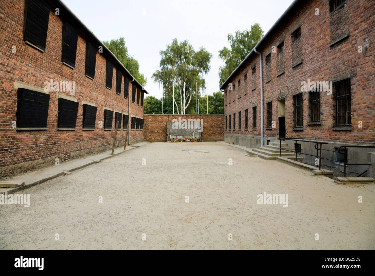 Execution yard between accommodation blocks 10 11 where prisoners were shot / executed by firing squad.  Auschwitz - Stock Image