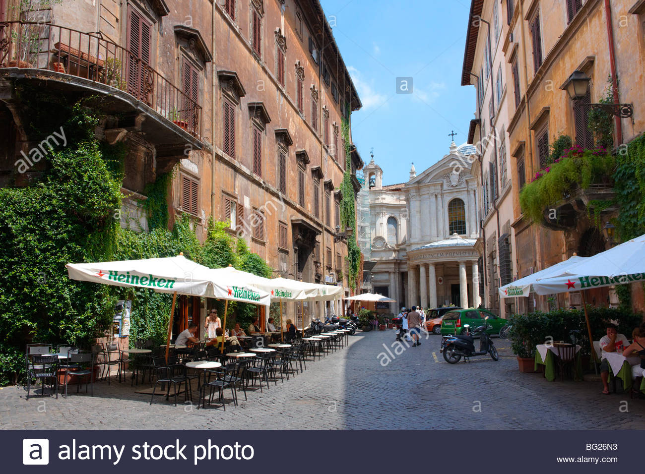 Cobbled streets and cafes of the Piazza Navona region of Rome - Stock Image