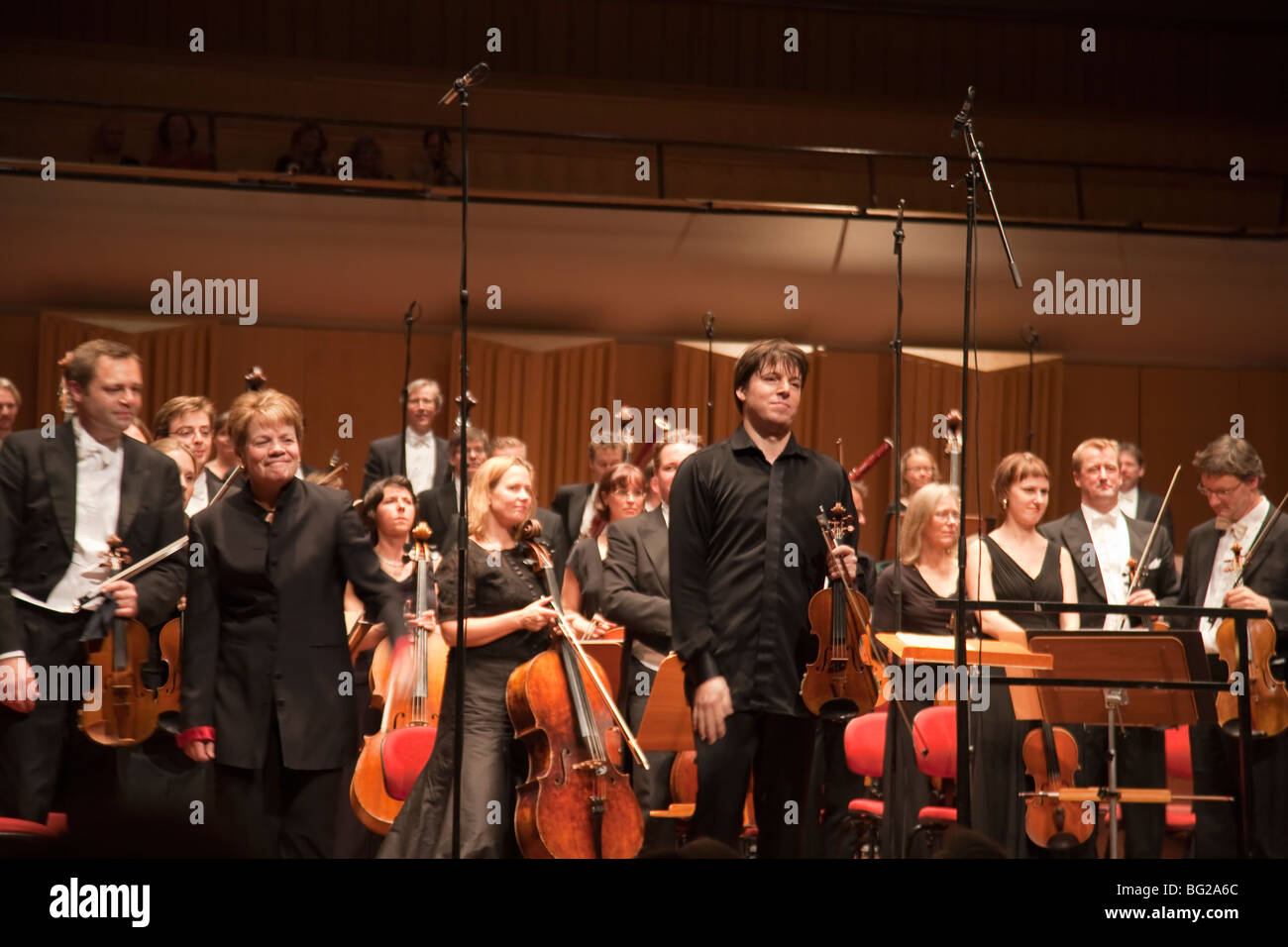 Swedish Radio symphony orchestra with conductor Marin Alsop and soloist violinist Joshua Bell - Stock Image