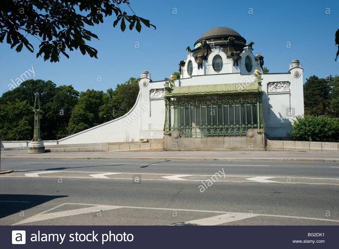 Wien, Stadtbahn, Hofpavillon Hietzing, Architekt Otto Wagner 1899 - Vienna, Otto Wagner's Stadtbahn Station - Stock Image