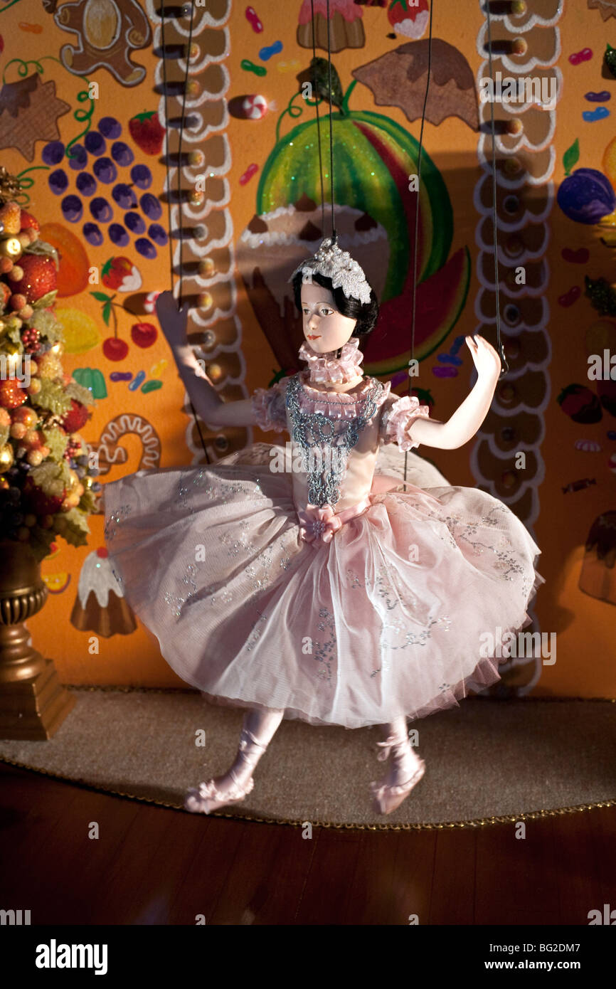mechanized ballerina puppet in sparkling pink tutu dances in a magical Nutcracker fairy fantasy in New York Christmas - Stock Image