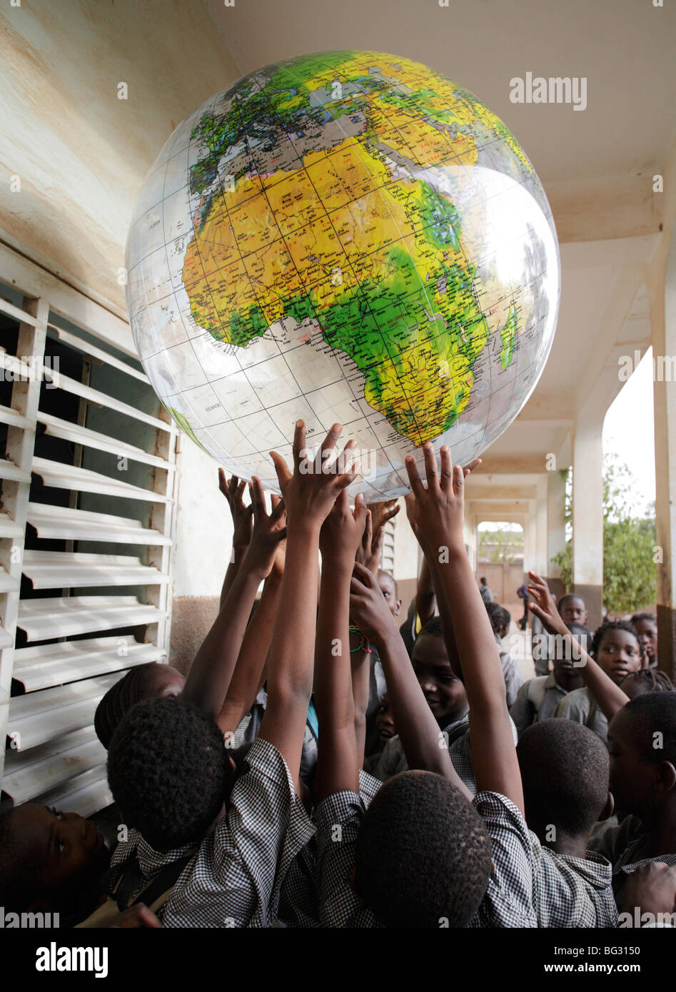School children playing with a globe . Ouagadougou , Burkina Faso . - Stock Image