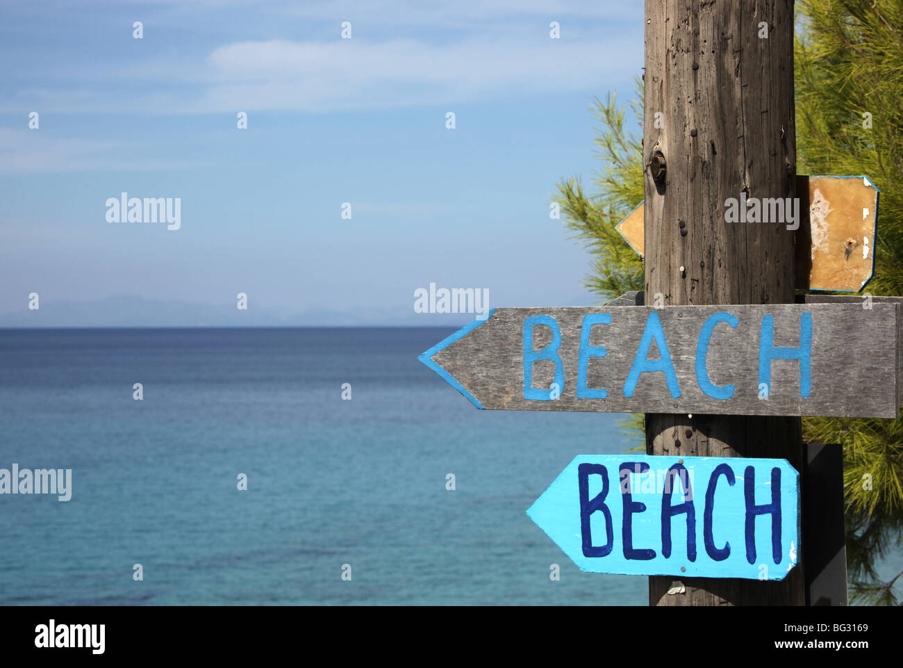 Two hand painted wooden signs pointing to the beach - Stock Image
