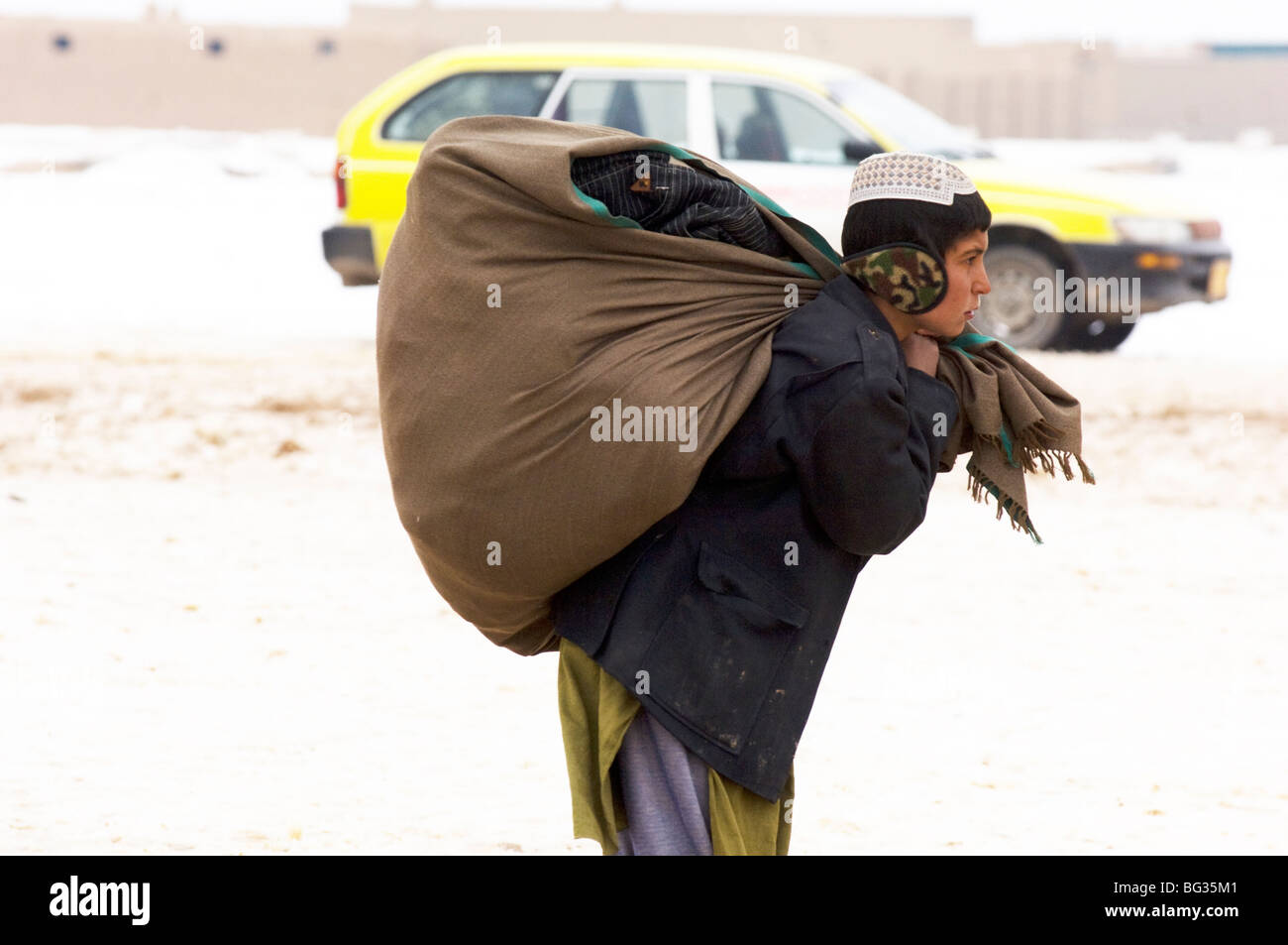 Poor Afghan families receive cold relief supplies to help them in the severe winter in northern Afghanistan. - Stock Image