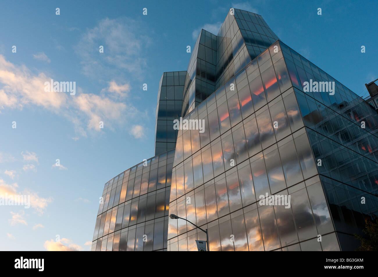 New York, NY - 7 september 2009- IAC Center designed by Frank Gehry - Stock Image