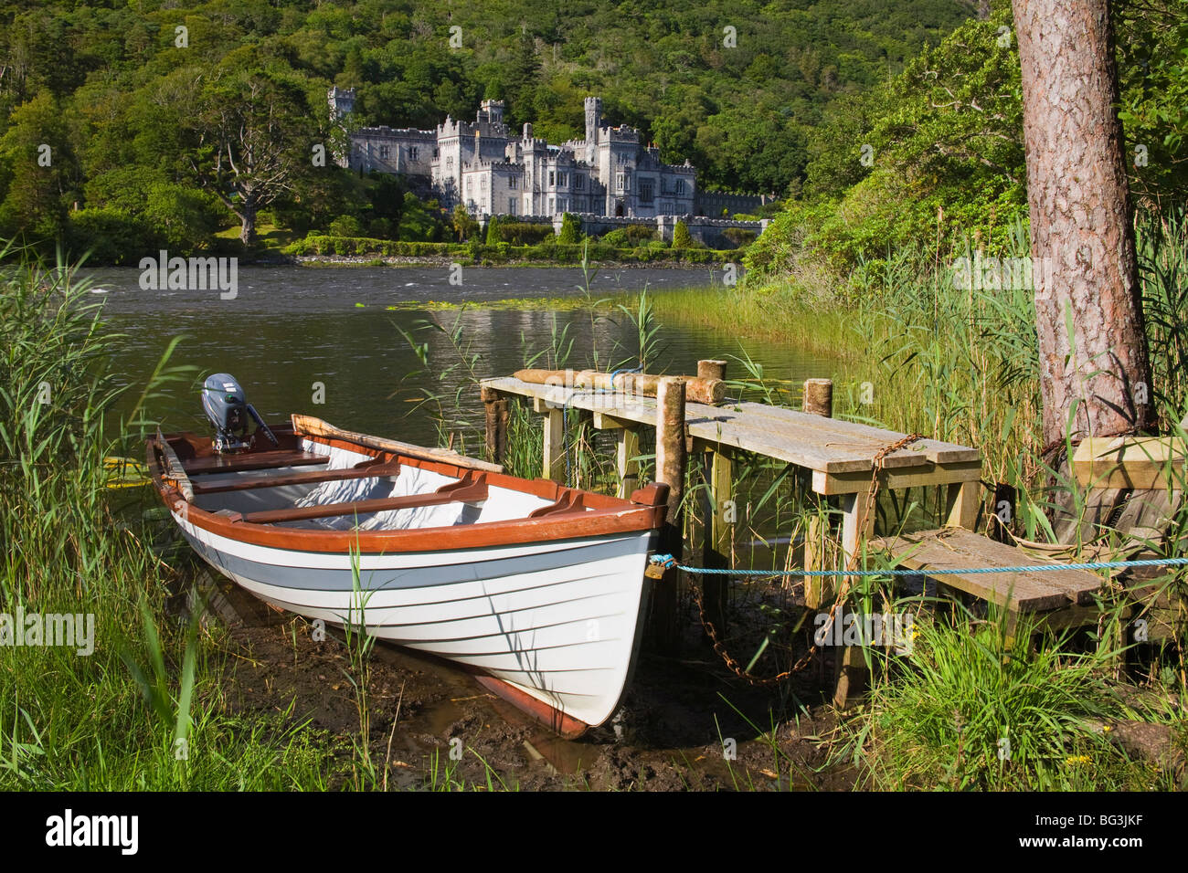 Kylemore Abbey and Lake, Connemara, County Galway, Connacht, Republic of Ireland, Europe - Stock Image