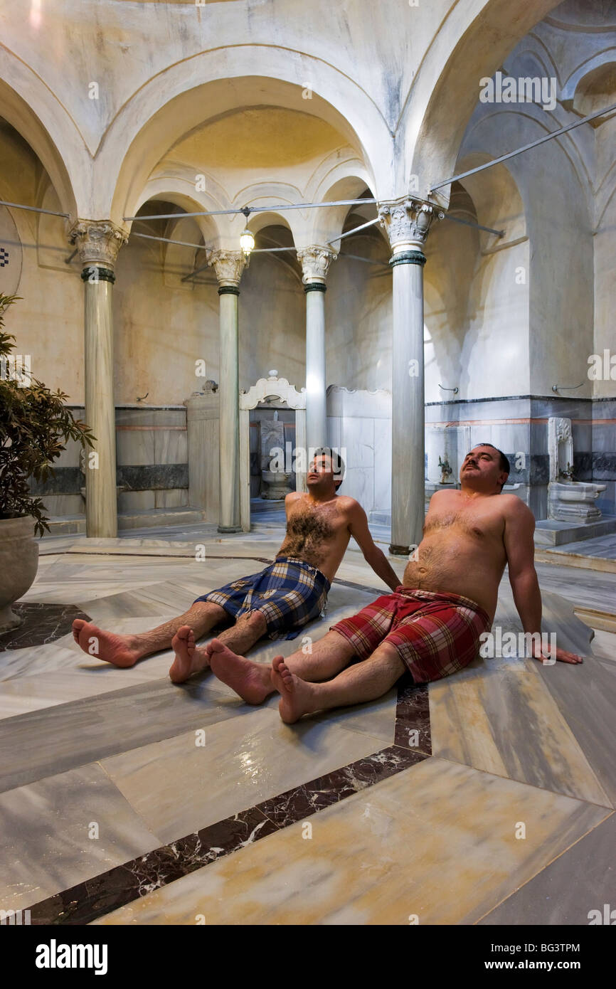 Interior view of the 300 year old Cagaloglu Hamam, Turkish Bath, with the center marble platform (Gobek Tasi), Istanbul, - Stock Image
