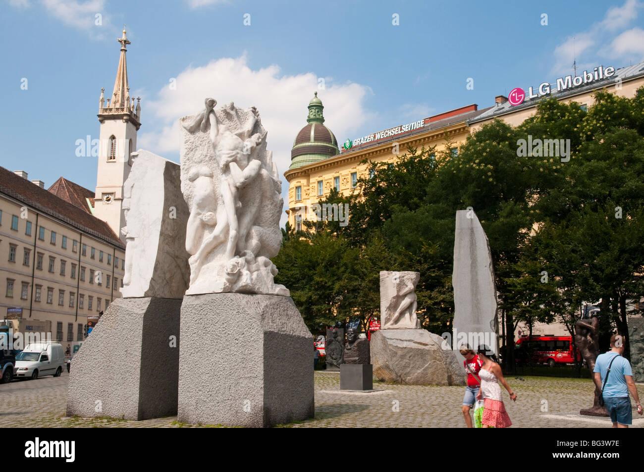 Mahnmal gegen Krieg und Faschismus von Alfred Hrdlicka, Wien, Österreich | cenotaph, Albertina, Vienna, Austria - Stock Image