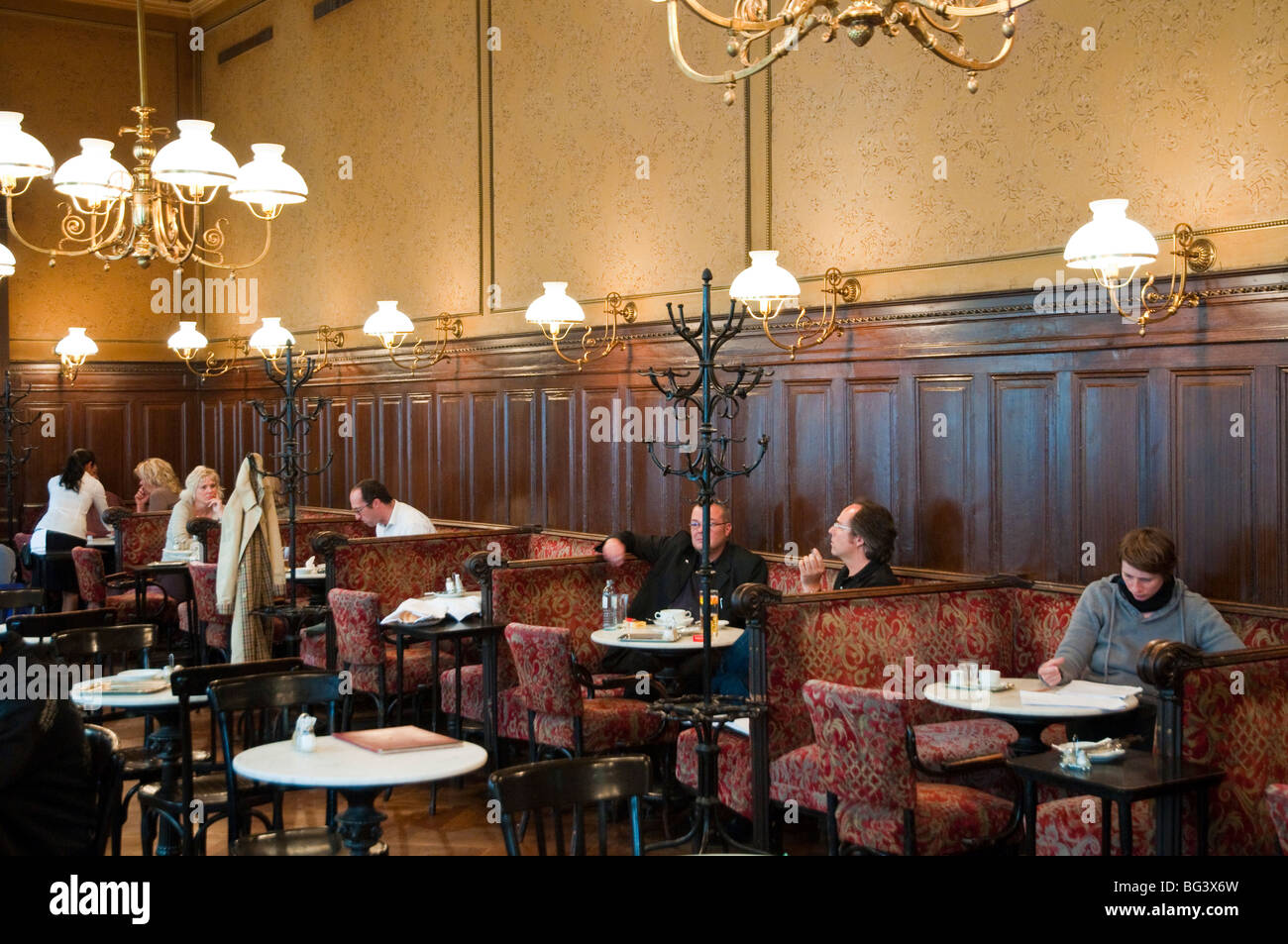 wiener kaffeehaus caf sperl wien sterreich caf sperl vienna stock photo 27131297 alamy. Black Bedroom Furniture Sets. Home Design Ideas