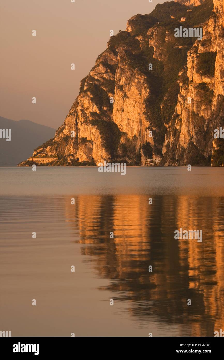 Italy, Trentino-Alto Adige, Lake District, Lake Garda, Riva del Garda, lakeside mountains at La Punta - Stock Image