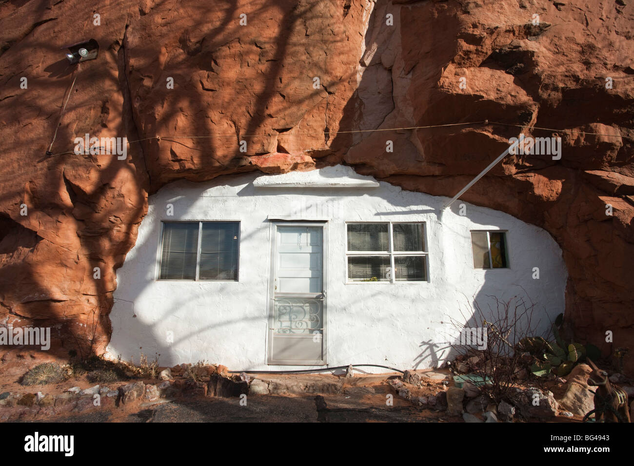 USA, Utah, Moab, Hole in the Rock tourist shop, small trailer in mountain, winter - Stock Image