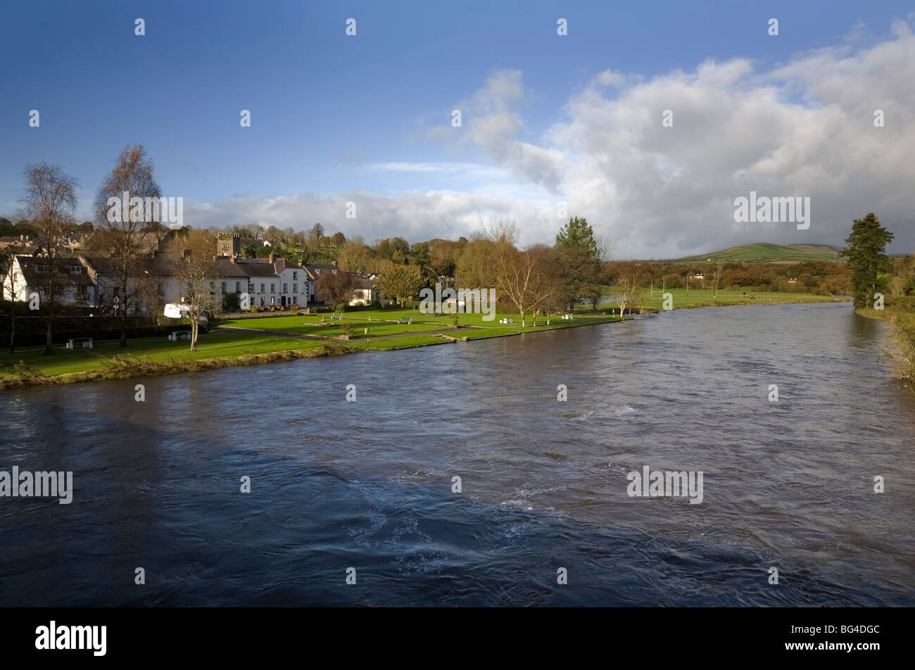 The River Nore in Flood, Inistioge, County Kilkenny, Ireland - Stock Image