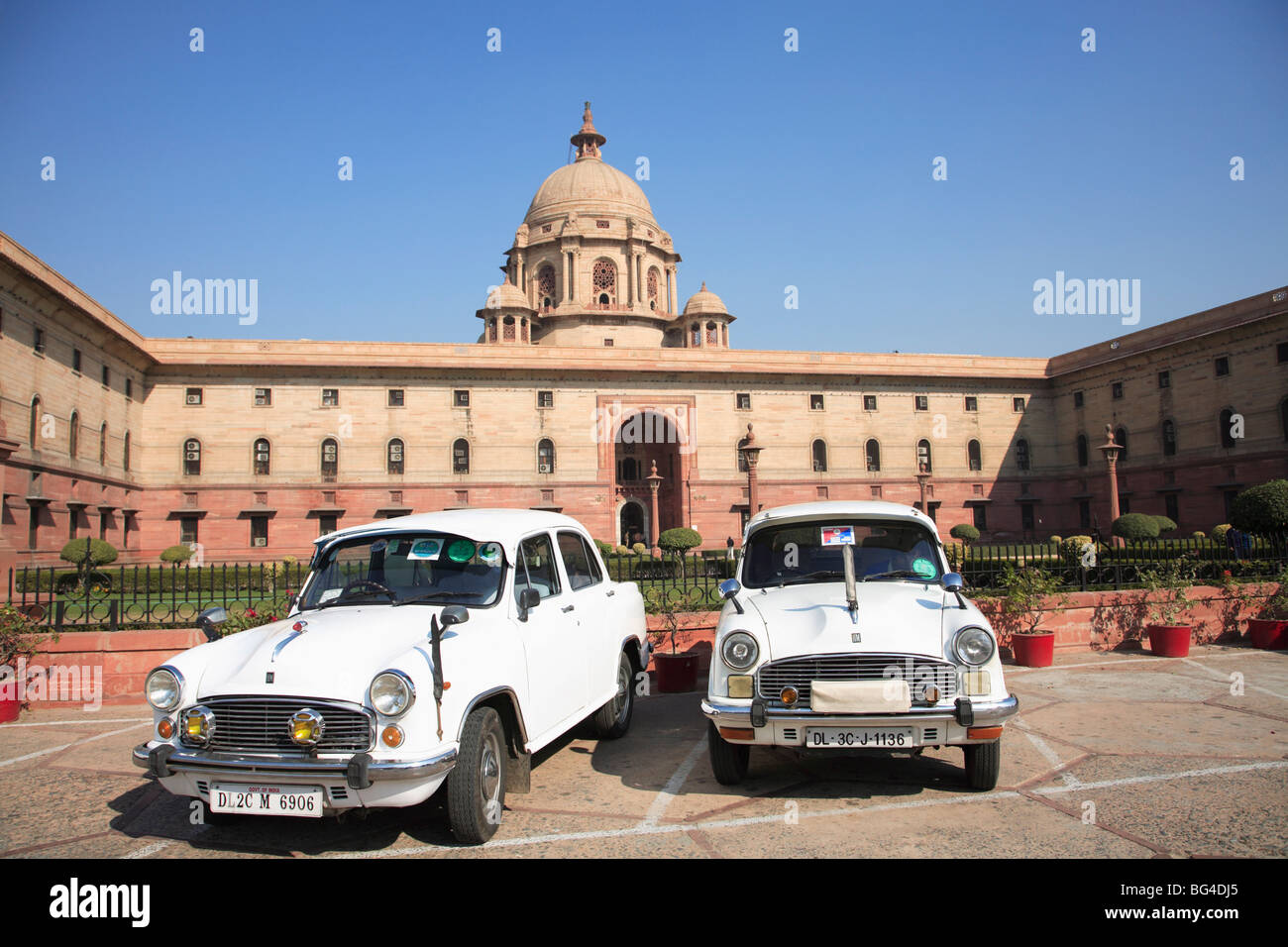Ambassador cars, Secretariat North Block, offices for government ministers, New Delhi, India, Asia - Stock Image