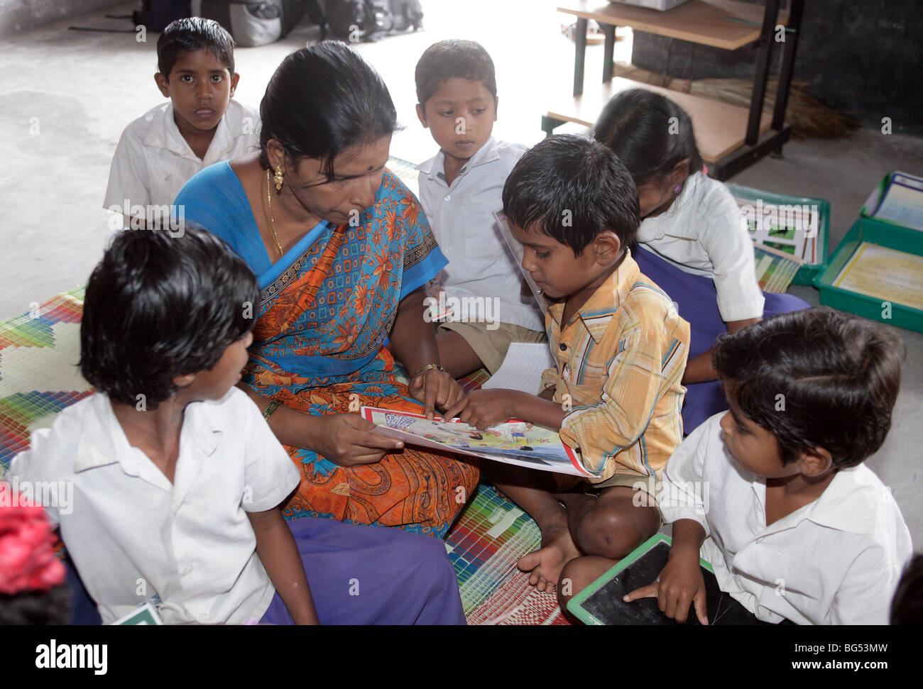 Teacher and pupils in a classroom in a school in Tamil Nadu, India - Stock Image