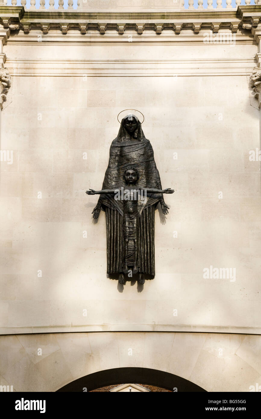 Madonna and Child sculpture by Jacob Epstein at the offices of the The King's Fund. Cavendish Square, London. - Stock Image