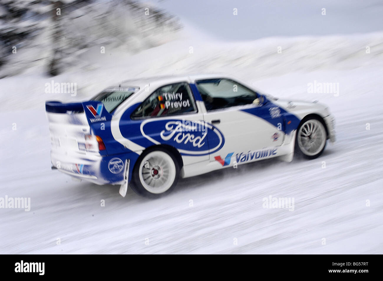 1992 ford escort rs cosworth works rally car driving in the snow ...