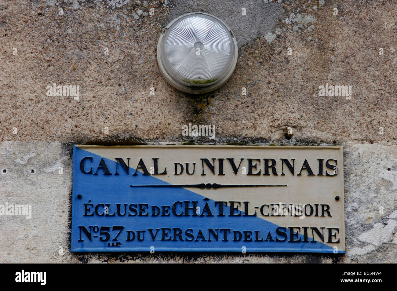 Notice on lock keepers cottage on the Canal du Nivernais at Chatel Censoir in the Yonne (89) departement of France - Stock Image