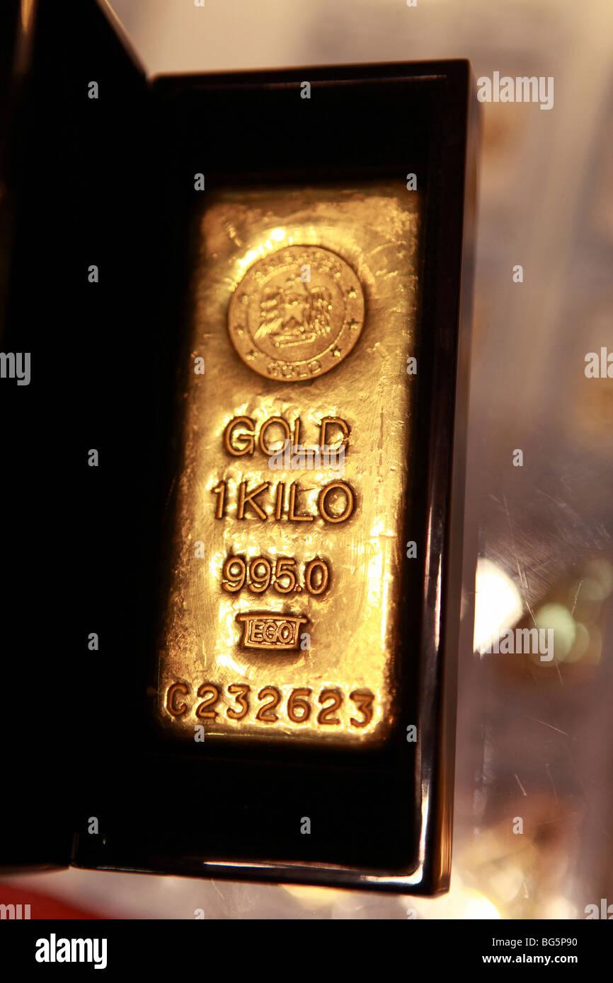 A one-kilo gold bar, United Arab Emirates - Stock Image
