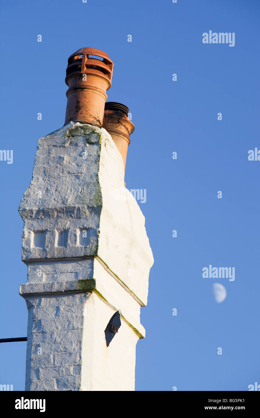 A leaning chimney stack on a house in Fowey, Cornwall, UK. - Stock Image