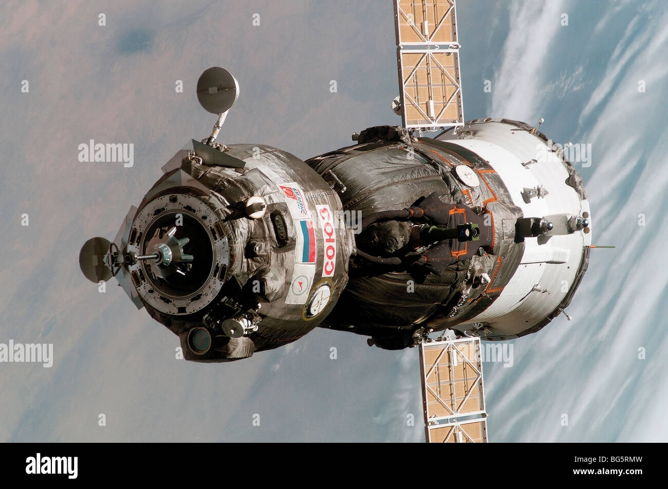 Soyuz TMA-6 spacecraft approaches thr international space station - Stock Image