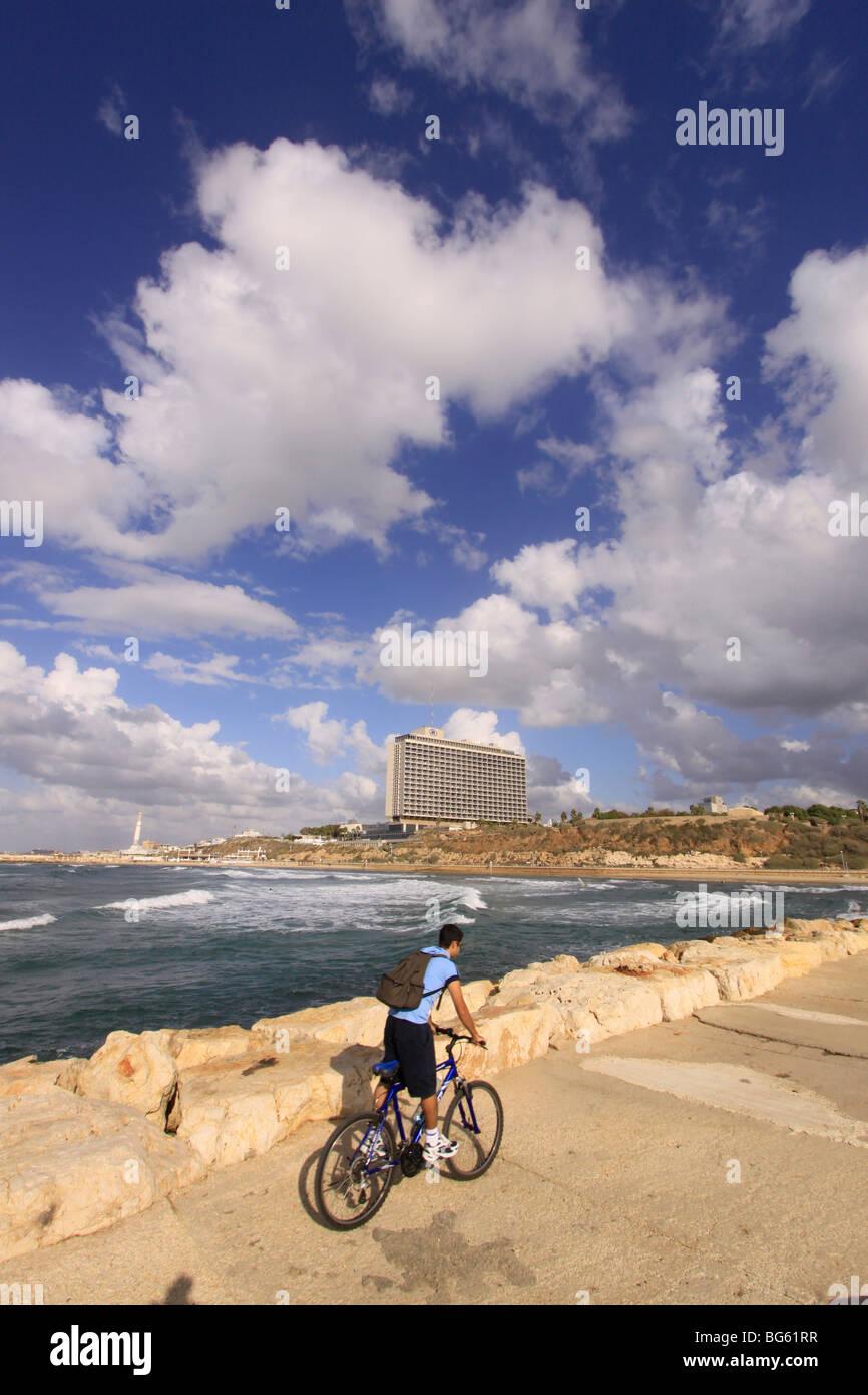 Israel, Tel Aviv-Yafo, Hilton hotel overlooking the Mediterranean sea - Stock Image