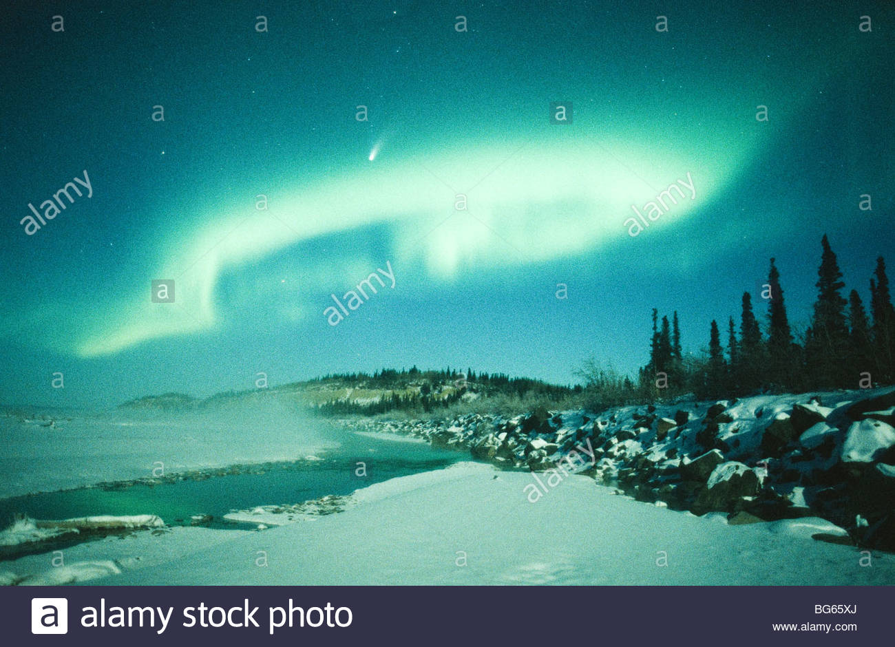 Alaska. Big Delta. The comet Hale-Bopp shines brightly through northern lights over the Delta River. - Stock Image