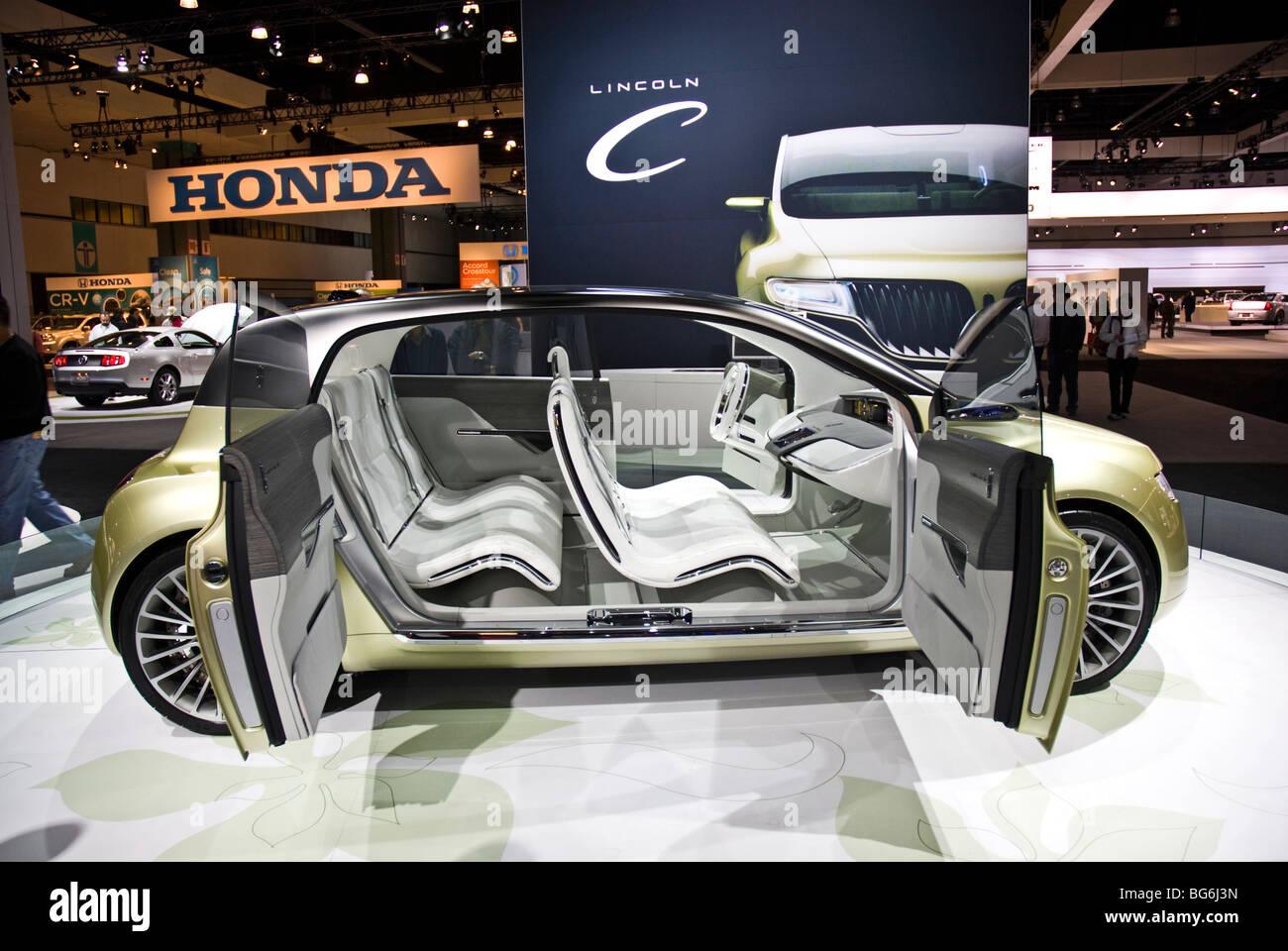 https://c8.alamy.com/comp/BG6J3N/the-lincoln-c-concept-car-at-the-2009-la-auto-show-in-the-los-angeles-BG6J3N.jpg