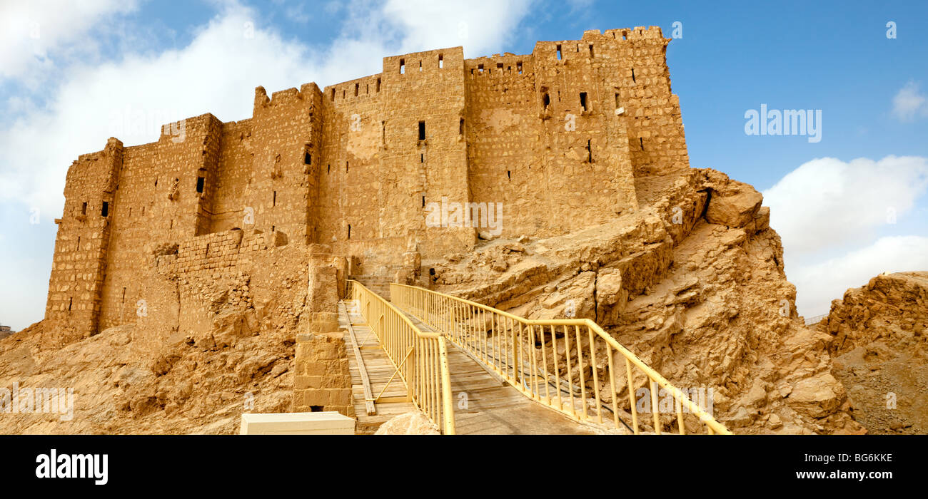 Arab fortress Qala'at Ibn Maan in ancient Roman time town in Palmyra (Tadmor), Syria. Stock Photo