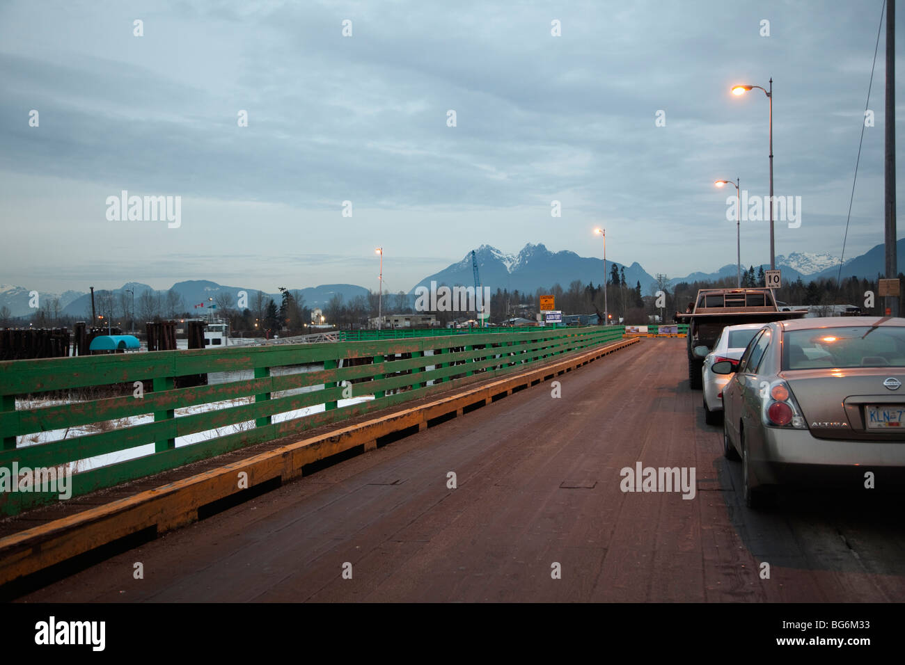A queue of cars waiting for the Albion Ferry, Fraser River, Fort Langley, BC, Canada - Stock Image