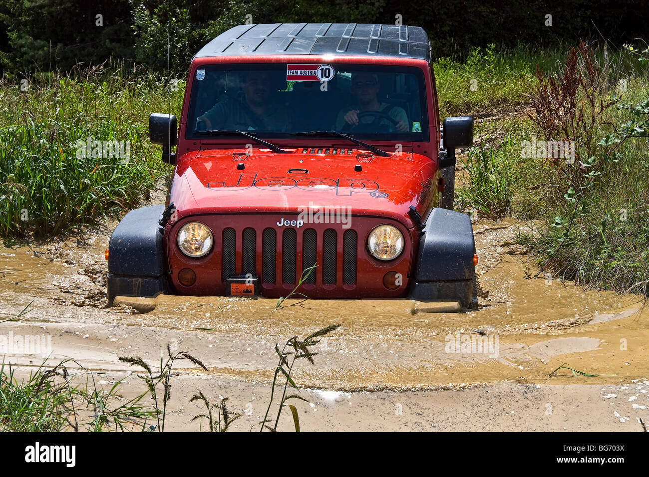 Jeep Wrangler get stuck in mud - Stock Image