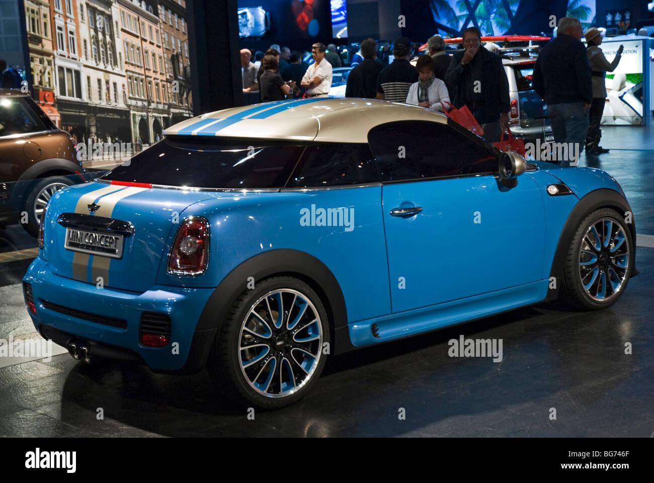 The Bmw Mini Coupe Concept Na Debut At The 2009 La Auto Show In