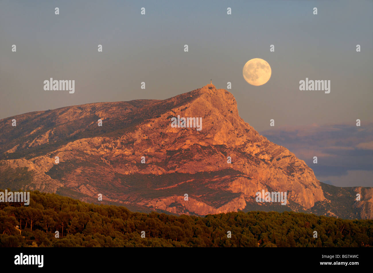 Full Moon Rising or Moon Rise over Mont Sainte Victoire Montain, near Aix-en-Provence or Aix en Provence France - Stock Image