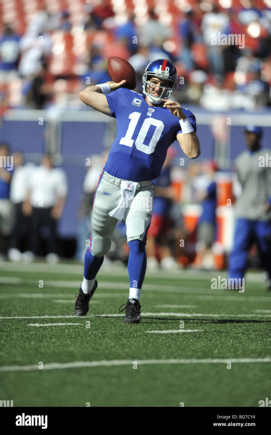 Eli Manning of the New York Giants gets the pass the football - Stock Image
