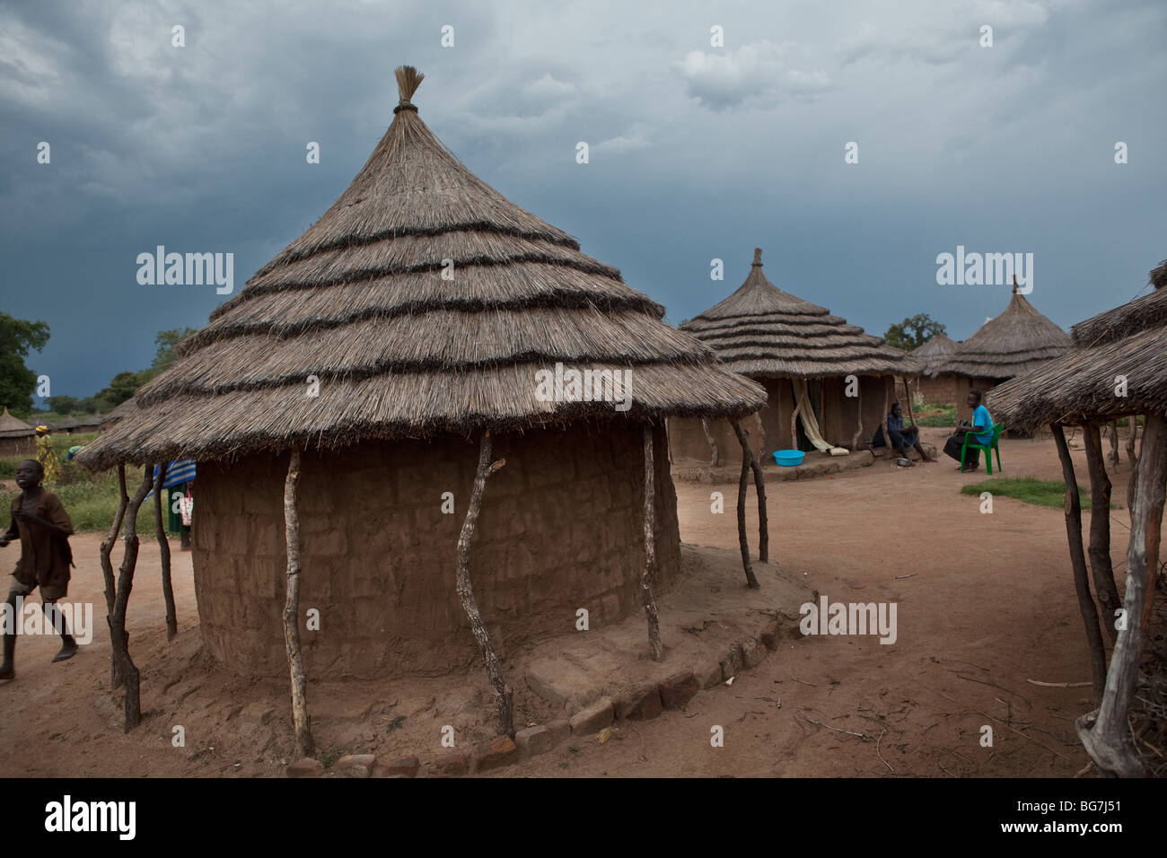 Mud and grass houses in Acowa refugee camp in Amuria District, Uganda, East Africa. - Stock Image