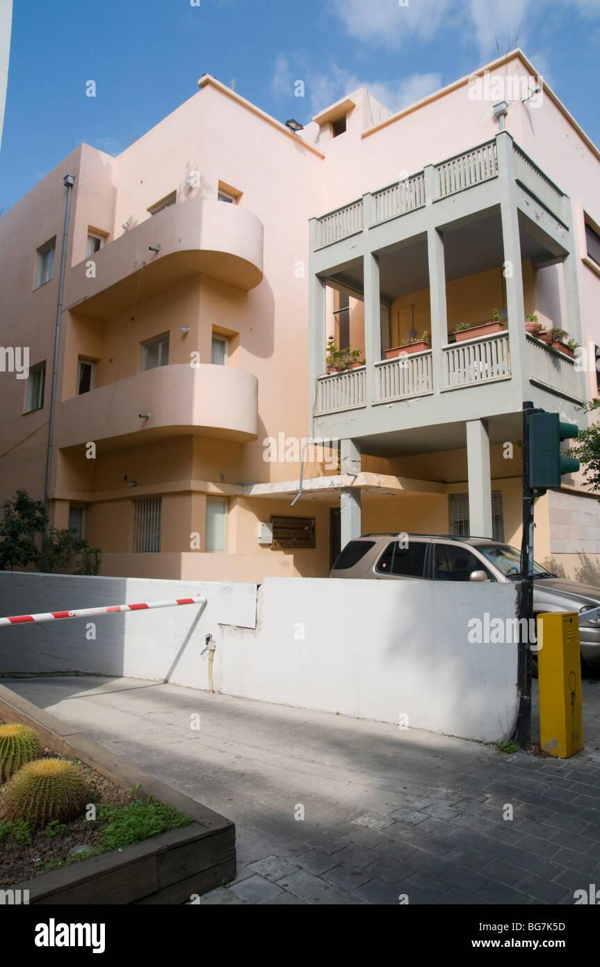 Israel, Tel Aviv, Renovated Bauhaus style building in Rothschild Boulevard number 39 - Stock Image