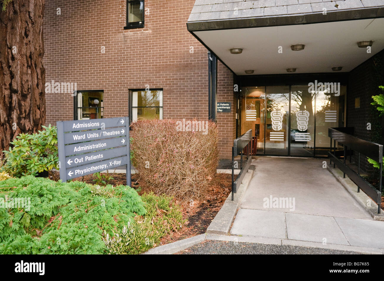 Front entrance to the Ulster Independent Clinic, Belfast, the largest private clinic in Northern Ireland. - Stock Image