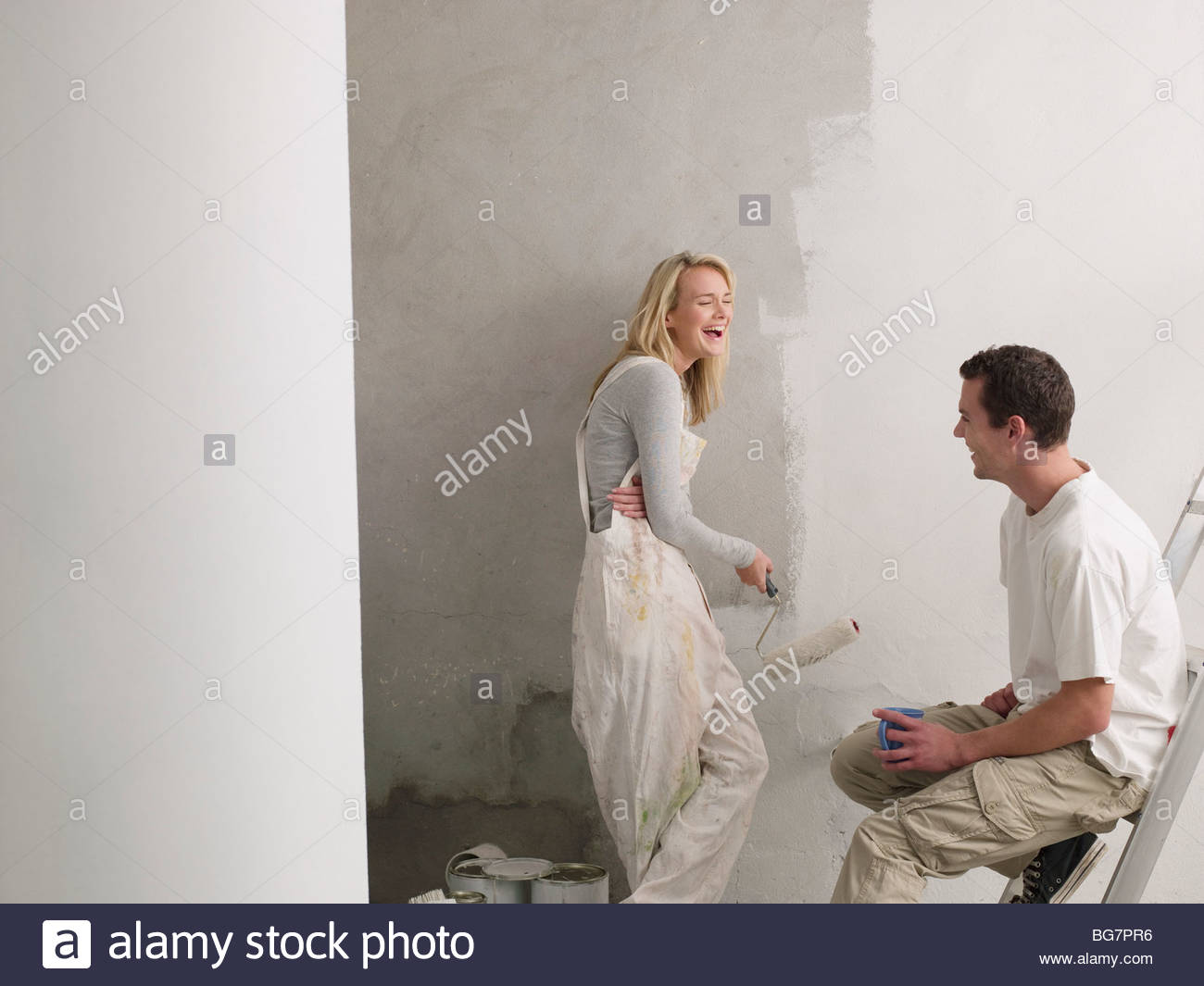 Couple painting wall - Stock Image
