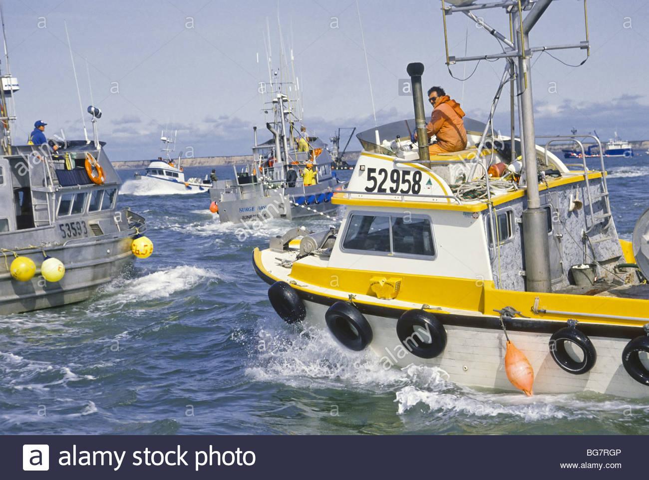 alaska-bristol-bay-commercial-fishing-drift-gillnetting-along-the-BG7RGP.jpg